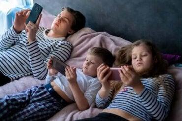 Överdriven exponering för skärmar under barndomen