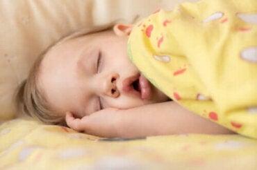 Sömnapné hos spädbarn: symtom och behandling