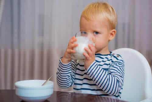Rätt mjölk för barn efter deras första levnadsår