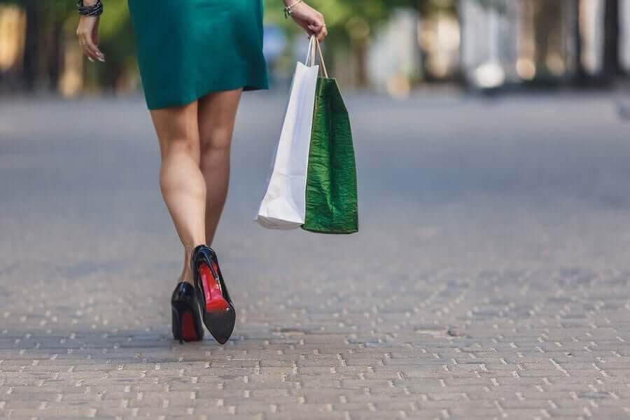 kvinna beroende av shopping