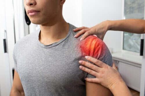 Tendonit i skuldran: symptom, orsaker och behandling