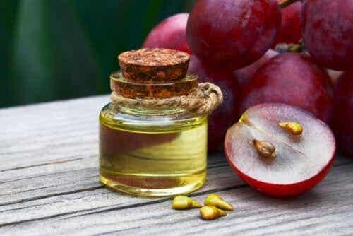 Eterisk olja från druvkärnor: fördelar och användningar
