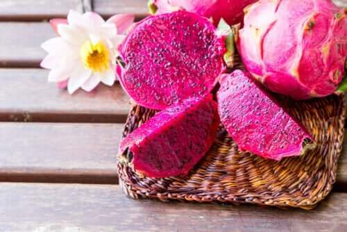 Upptäck egenskaperna hos den exotiska rosa drakfrukten