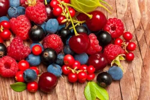 frukt du ska äta under sommaren: röda bär