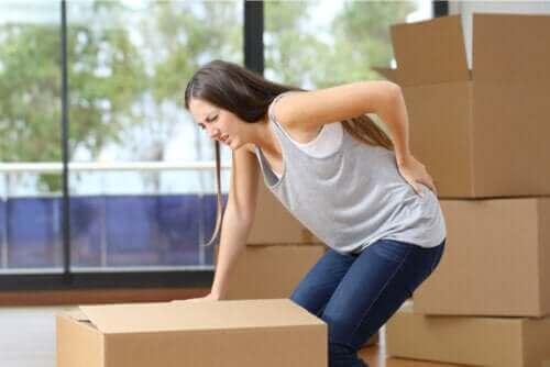 Vad är orsakerna till lumbago (smärta i korsryggen)?