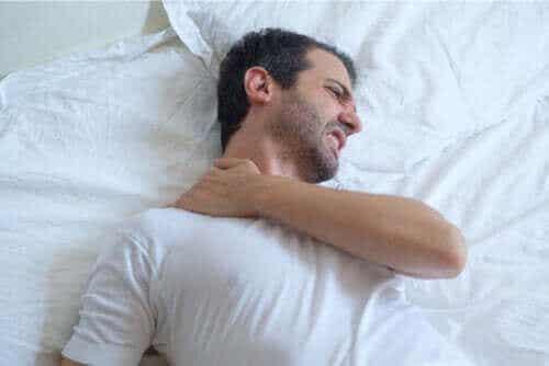 Råd om att sova med tendinit i skuldran