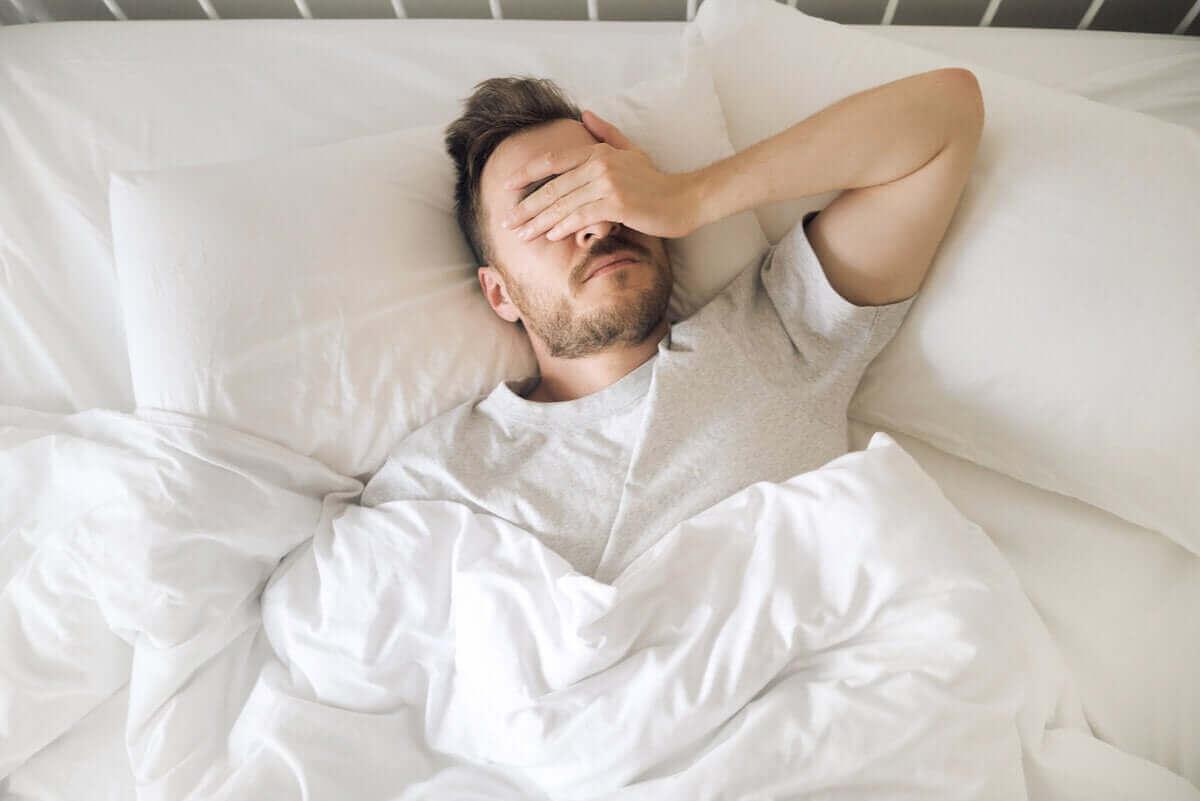 svårt att sova med tendinit i skuldran
