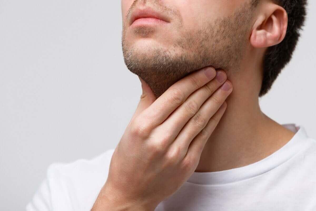 sjukdomarna i stämbanden: man känner sig på halsen