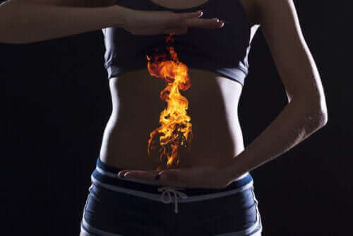 Vad är reflux av magsyra och vad är orsaken till det?