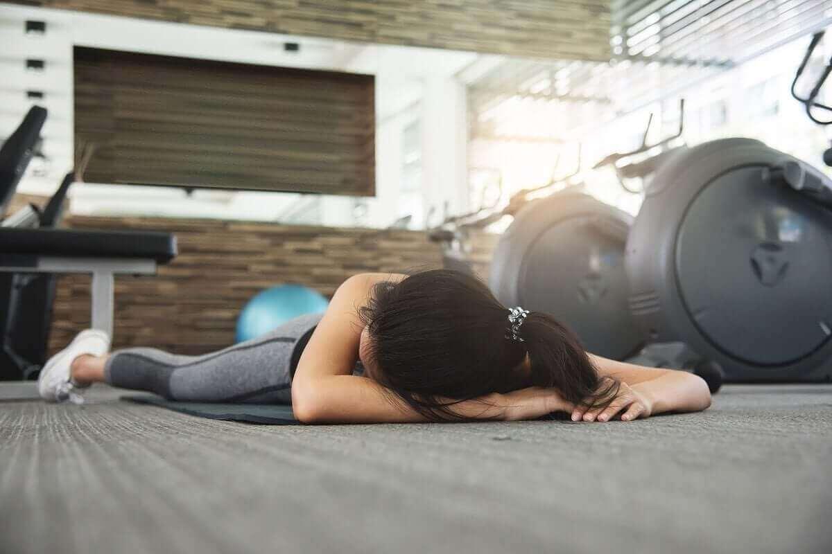 förhindra plötslig död: person på gym har kollapsat