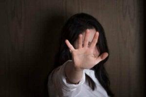 Vilka är symptomen på alexitymi