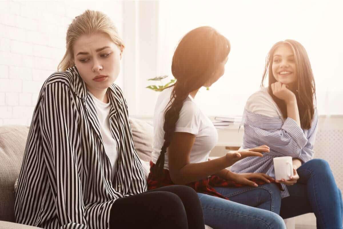 kvinna uppvisar symptomen på alexitymi