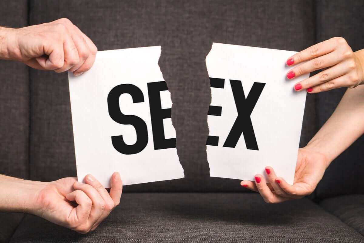smärta vid samlag: ark med sex skrivet blir sönderrivet