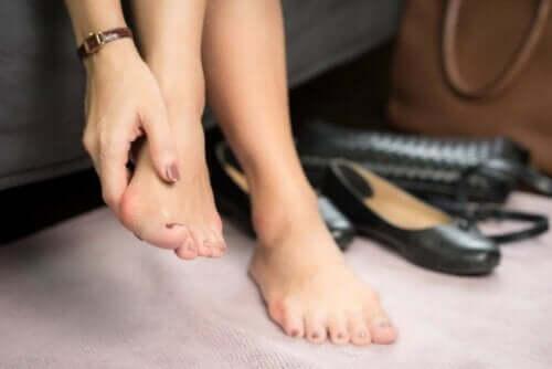 infektioner i nagelbanden på fötterna