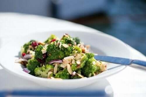 maträtt med broccoli