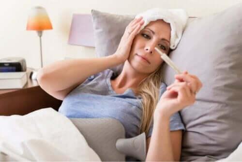kvinna har Sepsis orsakat av meningokocker