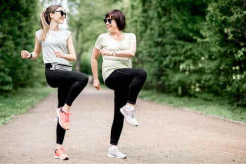 Övningar för att lindra höftbursit: behandla med rörelse