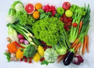 Bild på frukt och grönsaker.