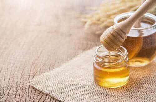 Testa en huskur med honung för problem med luftvägarna