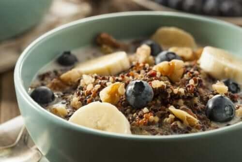 flingor till frukost med bär och banan