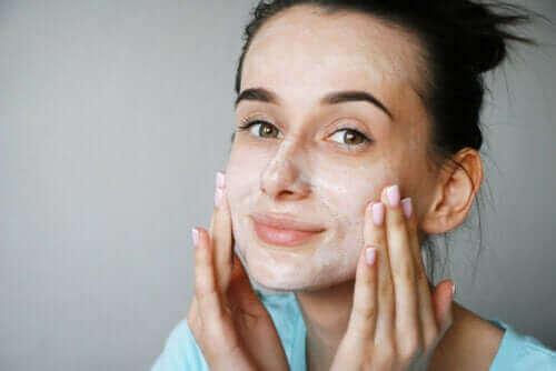 Är ansiktsmasker med kärnmjölk bra för huden?