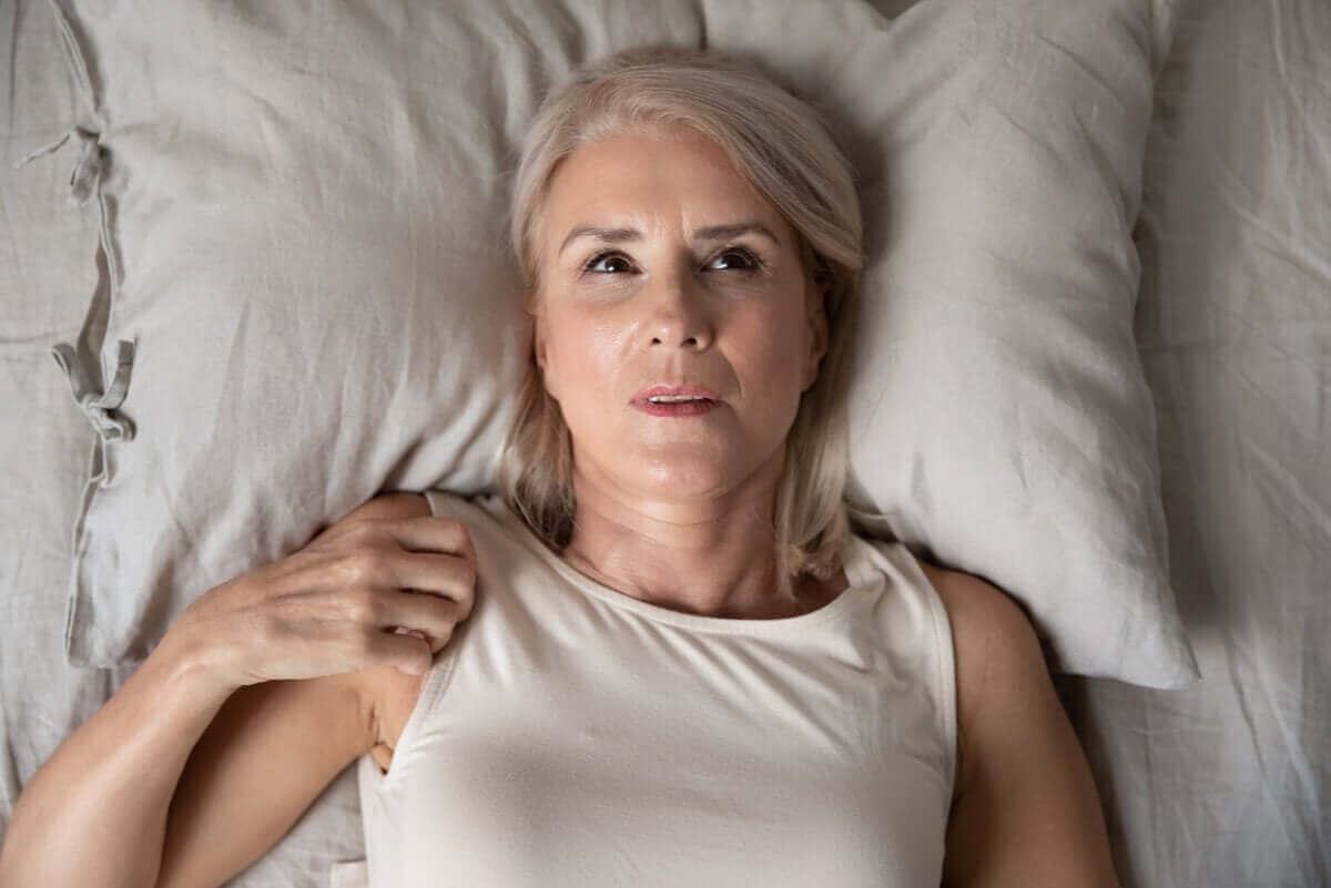 kvinna med ångestattacker på natten