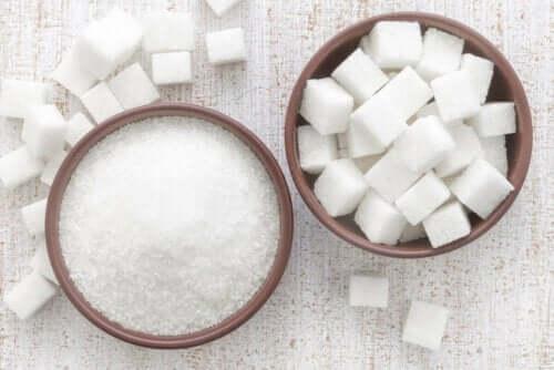 socker och sockerbitar
