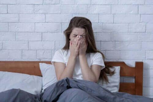 stressad och trött kvinna
