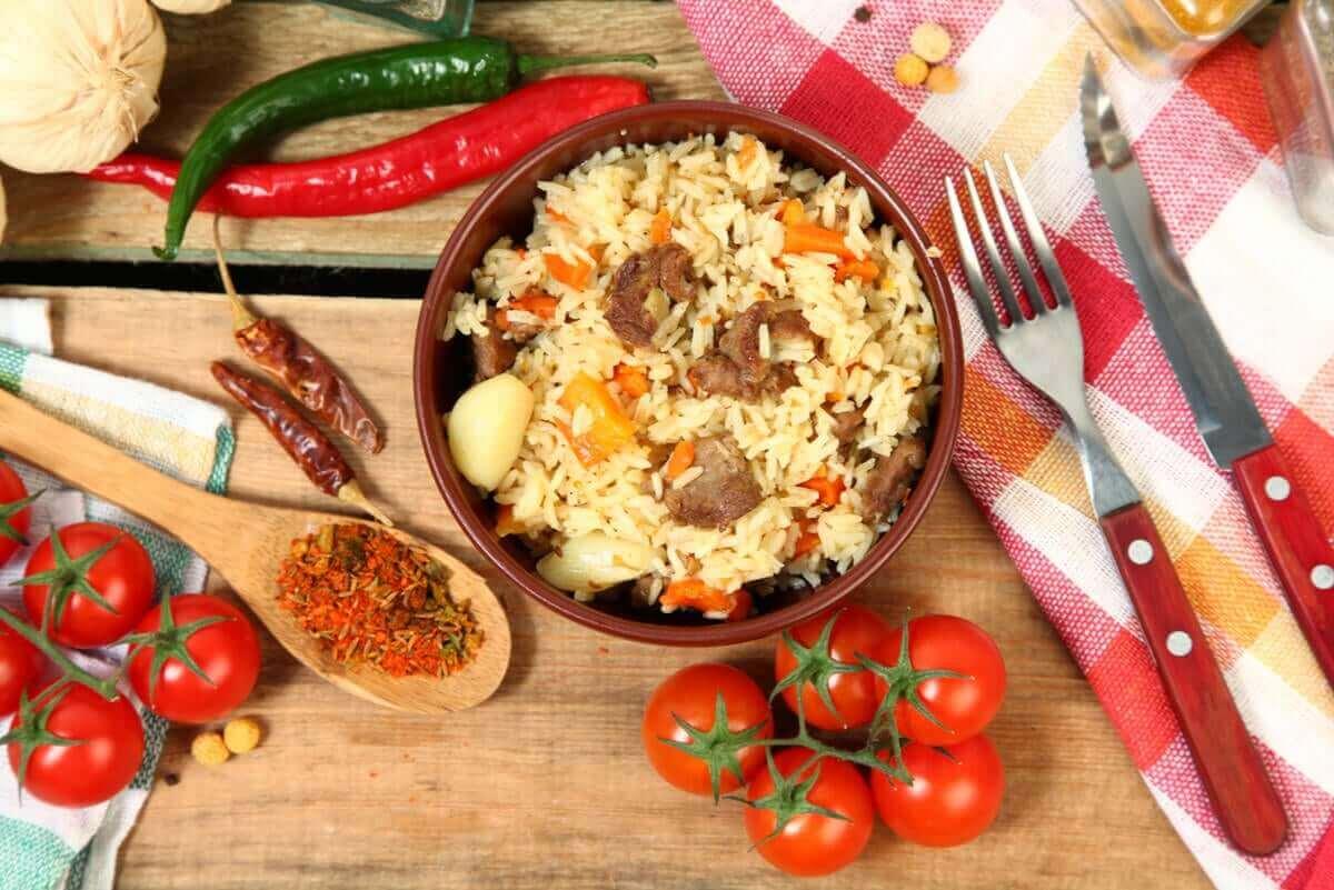 veta om bulgur: skål med maträtt