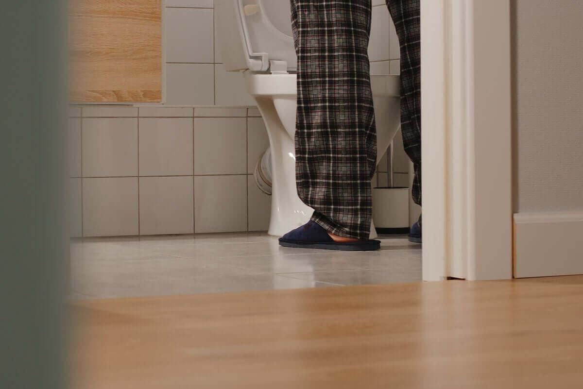 man på toalett