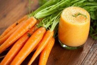 Recept på hemlagad morotssmoothie och dess fördelar
