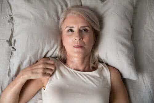 Ångest på natten: orsaker och tips för att övervinna det