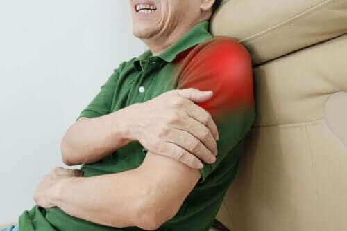 Inflammation i axeln: övningar som kan lindra tendinit
