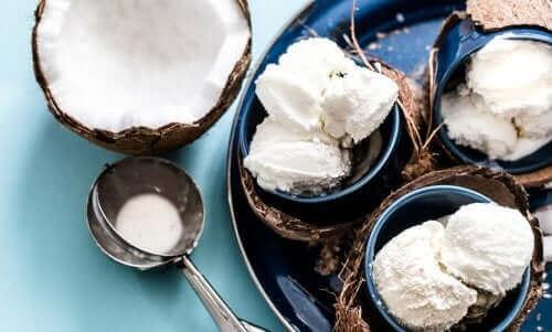 Så gör du egen mjölkfri kokosglass