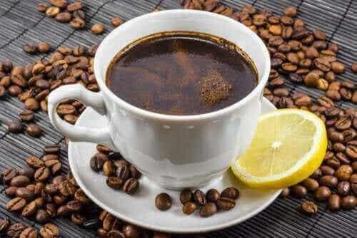 Kaffe och citron: Är det en bra blandning?