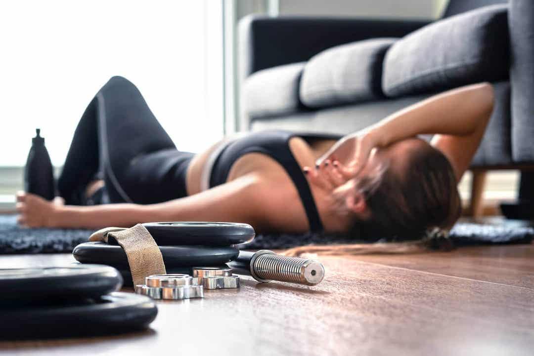 HIIT för nybörjare: utmattad kvinna