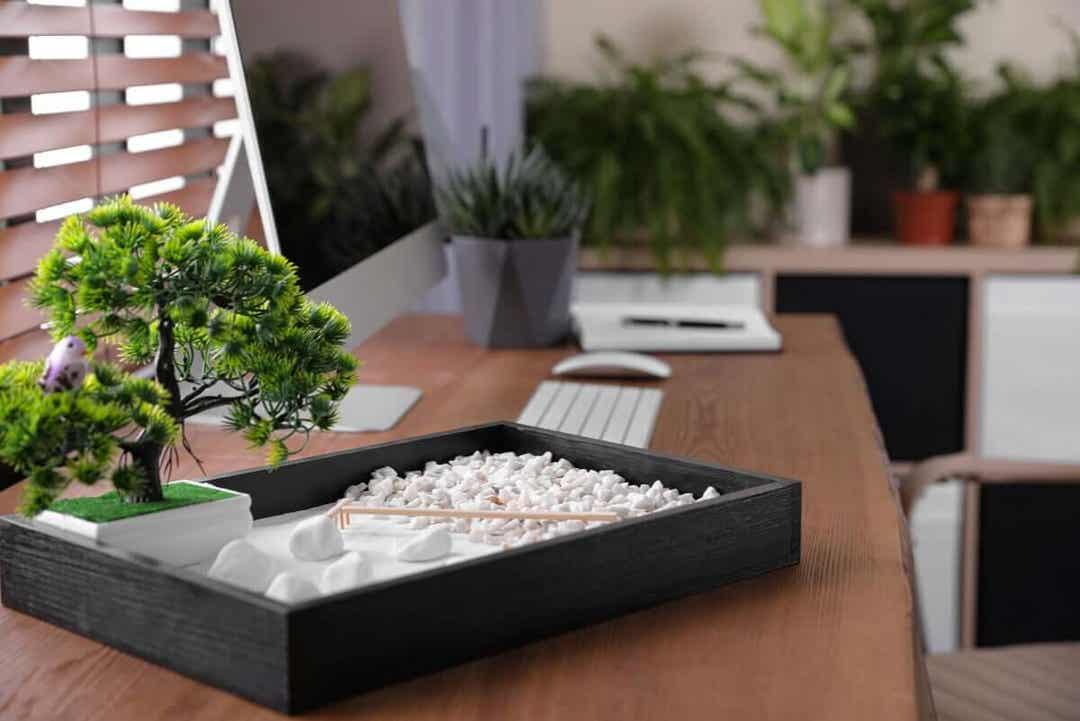 administrera sin tid med ett organiserat skrivbord