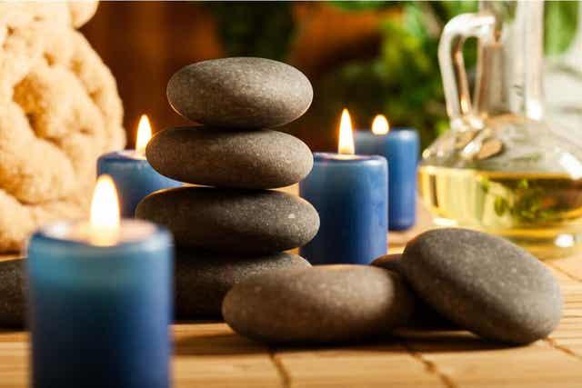 Stenar som man använder för massage.