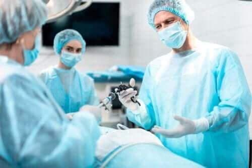 Syftet och konsekvenserna av en laryngektomi