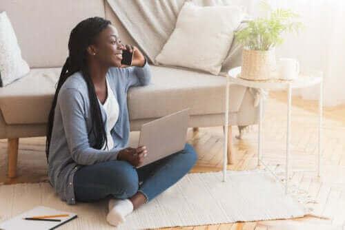 För- och nackdelar med att sitta på golvet