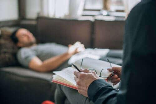 Vad innebär egentligen psykoanalytisk terapi?