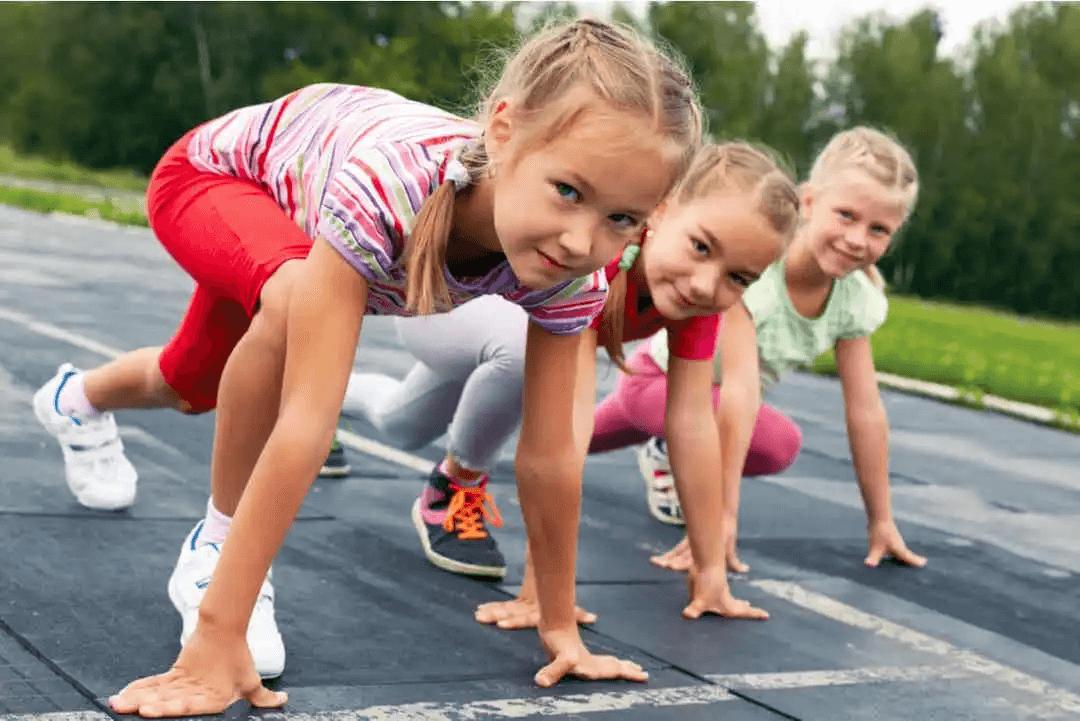 Hypermobilitet hos barn: barn är redo att starta ett lopp